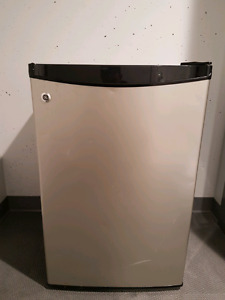 GE Mini Fridge