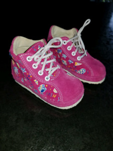 New baby girl shoes  size 5 great  for first steps