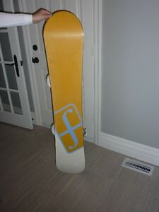 STILL AVAILABLE 138cm Forum Aura Snowboard and Bindings Cambridge Kitchener Area image 3
