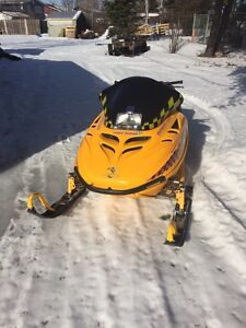 Skidoo MXZ 670 1997 and helmet