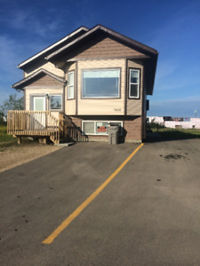 Large 3 Bed 2 Bath Upper Suite / Immediate availability!!!