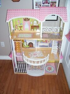 DOLL HOUSE FOR BARBIES