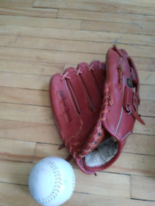 COOPER 670 RIGHT BASEBALL CATCHING GLOVE WITH BALL