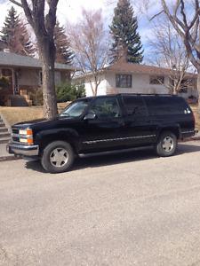 1999 Chevrolet Suburban LT SUV, Crossover