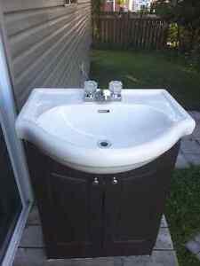 Vanité de salle de bain avec lavabos
