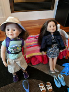 2 Genuine MapleLea dolls 10 outfits plus accessories