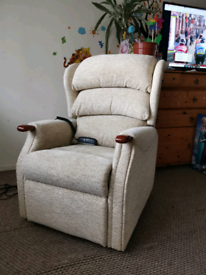 Petite Celebrity electric rise and recline chair, can be delivered