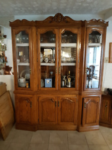 Italian Hutch in great condition!