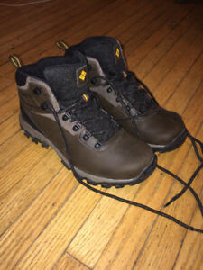 Men's Columbia Hiking Shoes - Size 8