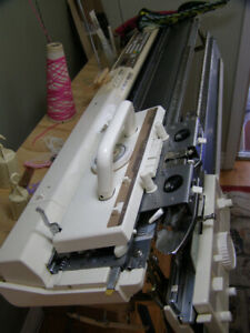 BROTHER KH930 COMPUTERIZED ELECTRONIC KNITTING MACHINE & RIBBER