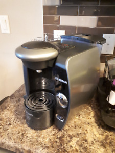 Tassimo Machine with Discs and Carousel