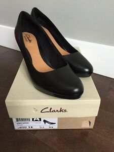 Deux paires souliers Clarks neuf - brand new