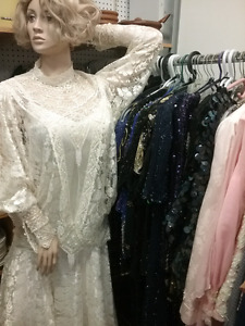 Lady's vintage clothing, purses, antiques, + 1000 booths