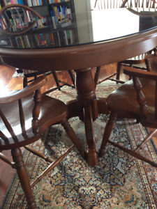 Dining room set with 6 chairs, table extenson + Armoir