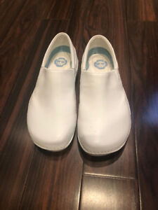 Nursing shoes
