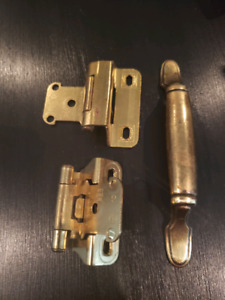 Cabinet Hardware: Used Hinges and Pulls