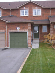 SUPER CLEAN, BRIGHT & SPACIOUS 3 BEDRM SOUTHEAST BARRIE HOME