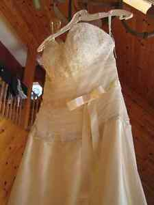 New Wedding Dress For Sale – Never been used
