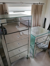 Mirrored chests of drawers, 2 bedside drawers and 2 taller drawers