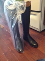 Ariat hunter dress boots. (Never worn)