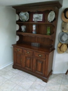 Pine Hutch In Excellent Condition