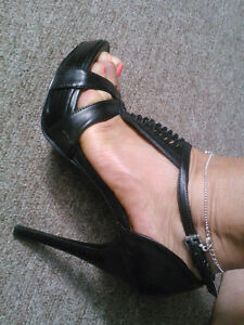 "GUESS BLACK HEELS- Size 6- heel 4.5"" (with a platform) Windsor Region Ontario image 5"