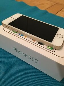 White & Gold iPhone 5s 16GB
