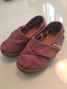 Baby Toms shoes - size T6