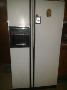 two doors fridge in excellent condition for 150 $