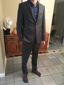 Like-New Charcoal Grey Men's Suit