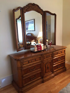 King Sized Bedroom Set, Must Sell! West Island Greater Montréal image 3