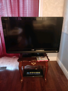 """Great Condition Sony Bravia 42"""" TV"""