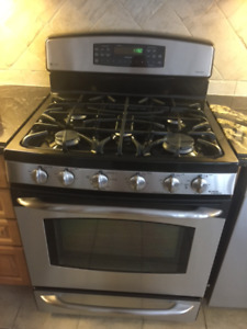 Stove GE Profile  Gas with lower warming oven