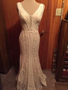 WEDDING DRESS/ grad gown