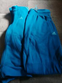 Boys Adidas tracksuit 9,10years