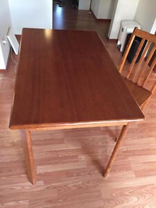 Moving For Sale Kitchen Dinning Table With 4 Chairs