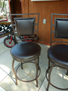 Bar stools in good shape and sturdy