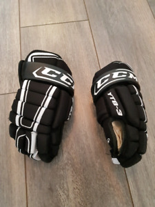 Youth hockey gloves CCM