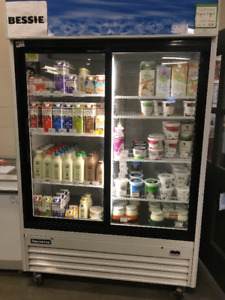 Fridge with double sliding doors/retail glass display (WEFC)