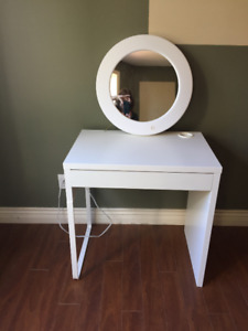 Make-up table and light
