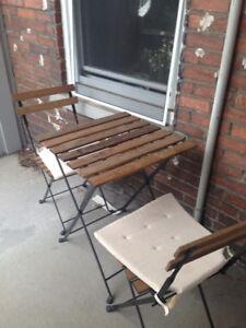 Table d'exterieur et 2 chaises