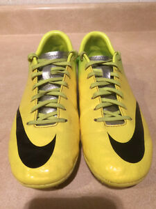 Nike Mercurial Outdoor Soccer Cleats Size 7 London Ontario image 4