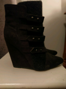 Size 9 Heeled boots - bottes à talons taille 9