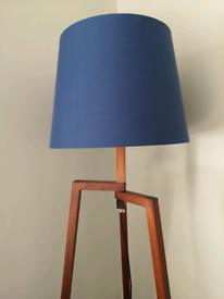 Tripod mid century style lamp