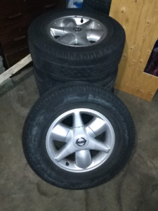 255/65/16 Tires and wheels Nissan Pathfinder