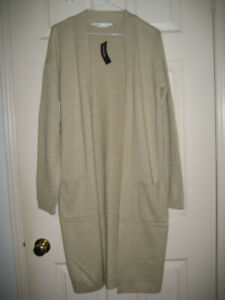 BRAND NEW WITH TAGS BLUENOTES SWEATER - SIZE MEDIUM