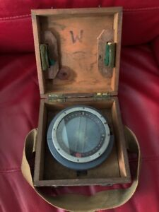 WW2 COMPASS FROM A PLANE IN ORIGNAL WOODEN BOX