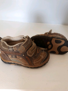 Size 4wide Striderite toddler shoes