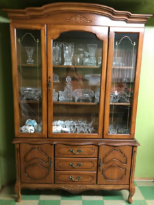 China Cabinet and Hutch/Buffet for Sale - $200 OBO