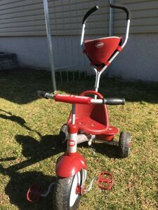 Tricycle radio flyer rouge à pousser